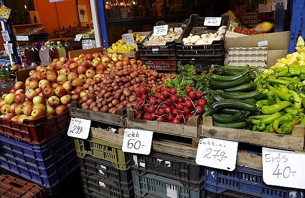 cost of fruit and vegetables in a Budapest market in Hungary