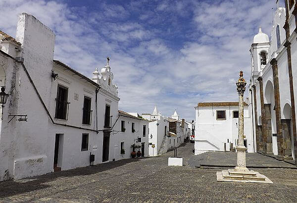 village life in Portugal for expats and retirees