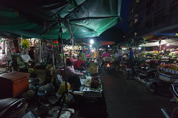 Phnom Penh real night market