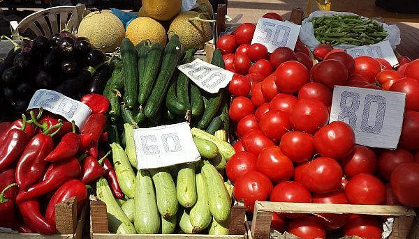 fruit and vegetable prices Albania