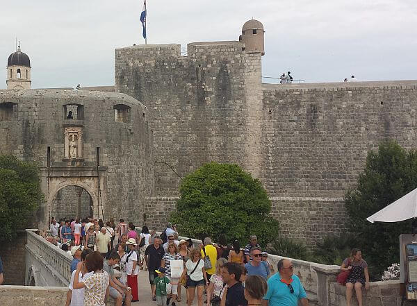 overcrowded Dubrovnik overtourism